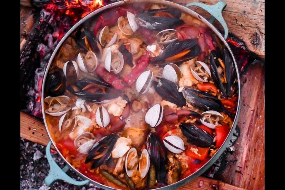 ¡Atrapa y cocina increíble paella de marisco!