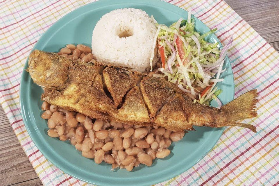 ¿Cómo hacer pescado frito con frejoles? | Receta peruana | Buenazo!