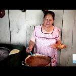 Abuelita se convierte en influencer con recetas de cocina mexicana | Yuriria Sierra