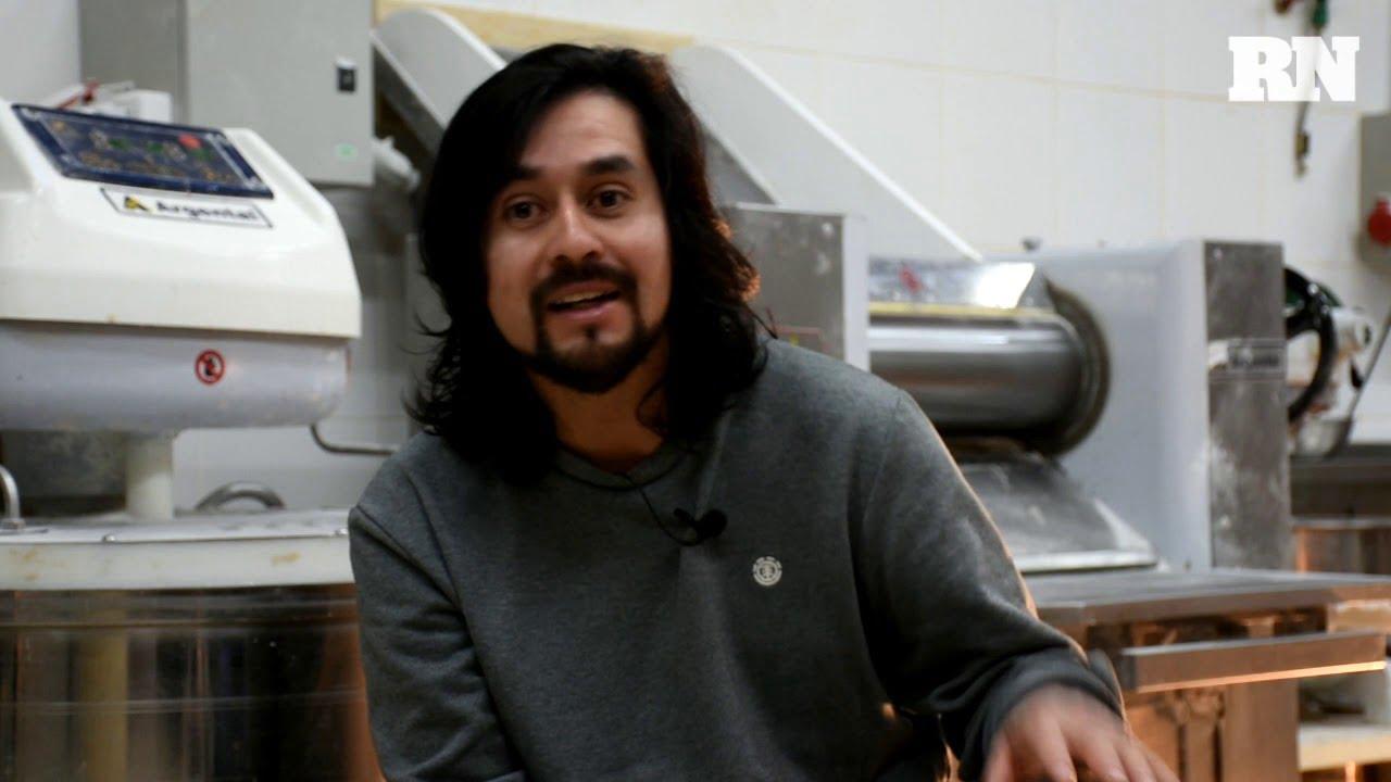 Alberto Puel, el cocinero que va al rescate de las recetas de su comunidad, en Pehuenia