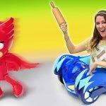 Los juguetes PJ Masks cocinan pasta de aguacate. Recetas fáciles. Cocina para niños
