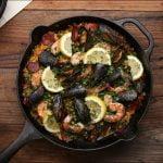 Cómo hacer una paella increíble en tu sartén de hierro fundido • Sabrosa