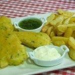 Cómo hacer pescado frito extracrujiente con patatas (Fish and chips)