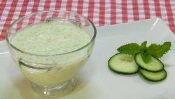 Cómo hacer sopa fría y saludable de pepino con yogur y semillas de chia (Receta fácil y rápida)
