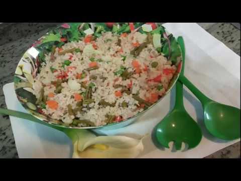 Ensalada con arroz integral.Receta facil y cocina rapida.