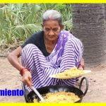 La vieja India hace arroz con pollo frito sabroso || No te pierdas