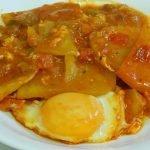 Patatas a la cazuela con huevos una receta muy fácil y muy sabrosa