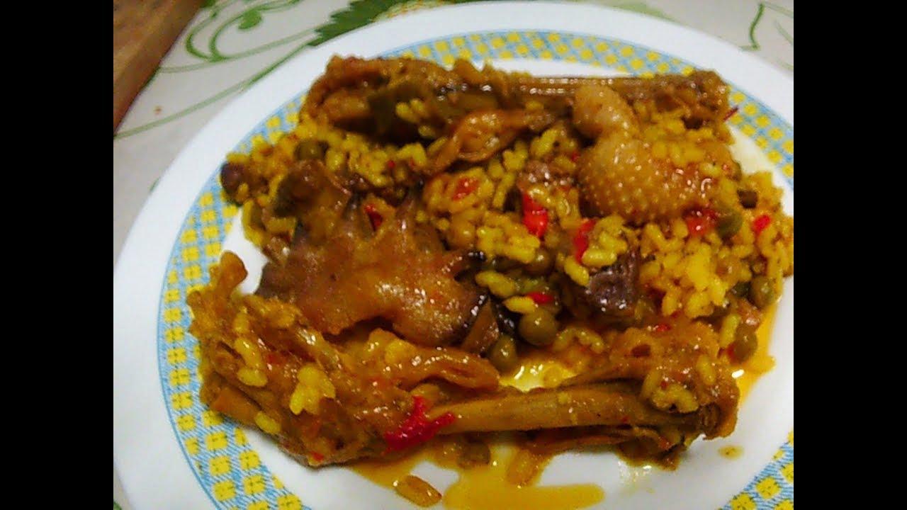 Arroz con pollo de corral. patas. crestas.higaditos mollejas y buche