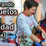 😁 Extranjero Cocinando Buñuelos para Navidad 🎄 - receta casera de buñuelos ft. Doña Gloria