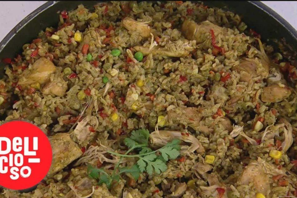 Nuestros chefs de Delicioso te enseñan a preparar 'Arroz con pollo al estilo peruano' | Delicioso