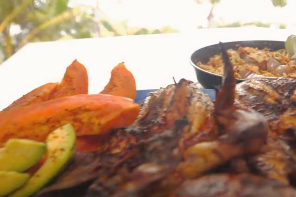 POLLO CON HUEVOS ASADOS - recetas de cocina faciles rapidas y economicas de hacer