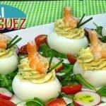 Receta de Huevos rellenos con gambas y mi truco para pelar los huevos cocidos. Loli Domínguez