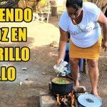 COCINANDO POLLO EN ARROZ Y CHIPILIN 2/3