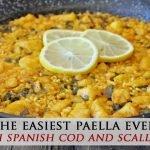 La paella española más increíble con bacalao y cebollín