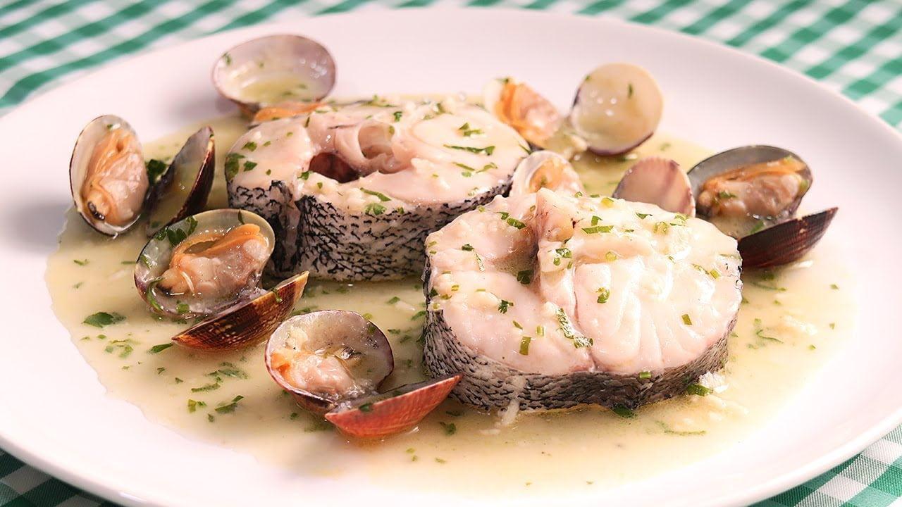 Merluza en Salsa Verde   Receta de Pescado muy Fácil y Rápida
