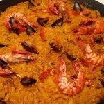 Paella de Mariscos - Paella Auténtica Española | Receta de paella fácil | Amigos de comida