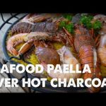 Receta española perfecta de paella de mariscos: con colas de langosta, camarones colosales y cangrejo entero
