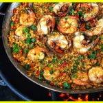 Paella de mariscos hecha en la cocina Pit Barrel | Receta Pit Barrel Cooker