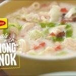 Cómo cocinar sopas con Lechong Manok con MAGGI