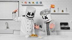 Marshmello y su abuela cocinan paella española   Cocinar con Marshmello