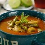 Sopa de Nopales con Chile Guajillo | Sopa de Nopales