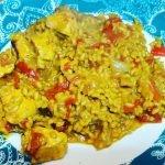 Cómo Hacer una Paella de Arroz con Pollo, Verduras y Cúrcuma