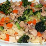 Fideos de arroz, con pollo y verduras, al estilo de Mariaje