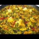 Paella de verduras valenciana. Valencian vegetable paella