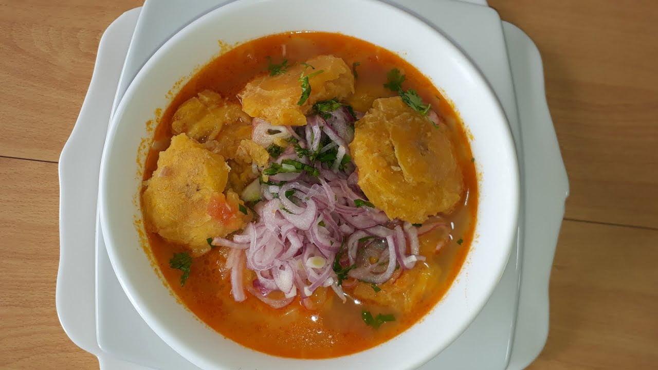 Sopa de Atún con Patacones