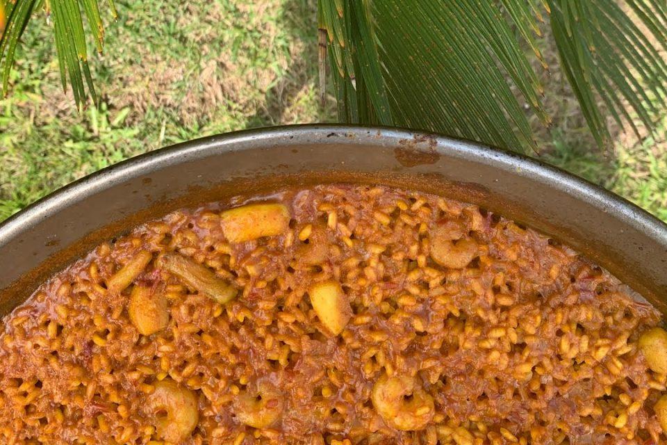Paella de arroz a banda