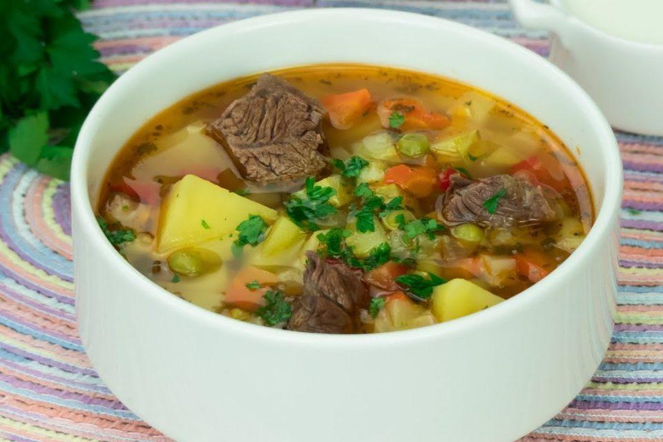 Sopa de ternera y verduras − ¡Sorprenda a toda su familia con una deliciosa sopa! | Gustoso. TV