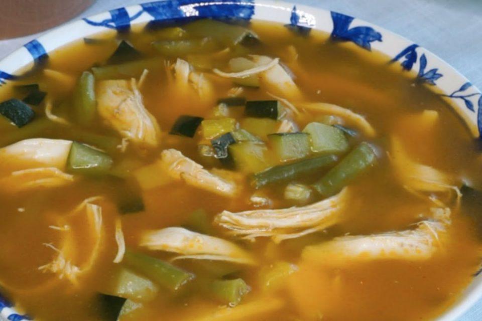 Sopa  keto  de pollo con verduras  receta fácil para diabéticos y dieta keto