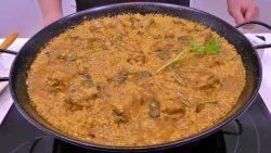 Paella de arroz bomba con espárragos y pollo Javier Romero