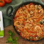 PAELLA DE POLLO Y MARISCO 🥘🍗🦐 Una sabrosa receta de arroz, carne con almejas y gambas - Cocinatis