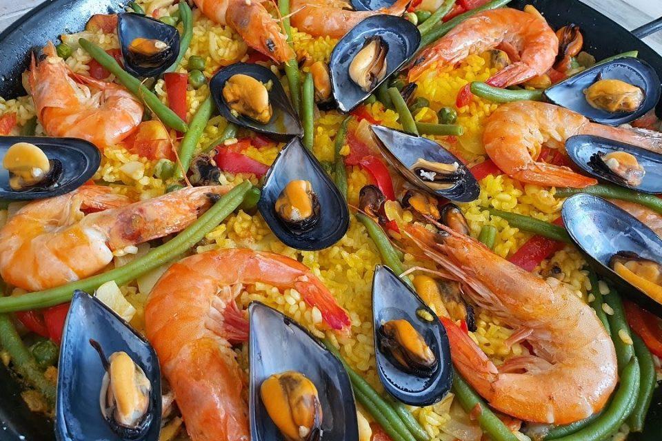 Paella con marisco  paella de mariscos