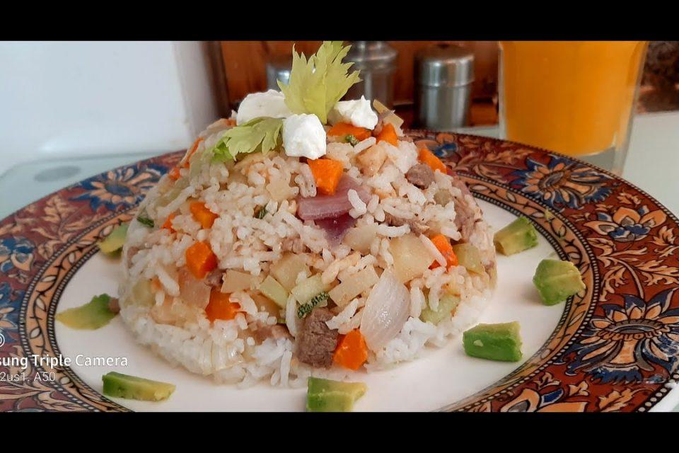 Arroz Mixto con verduras, Carne de Res y Pollo.
