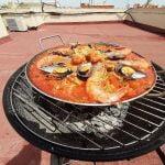 Como cocinar una paella/arroz en una barbacoa de carbón