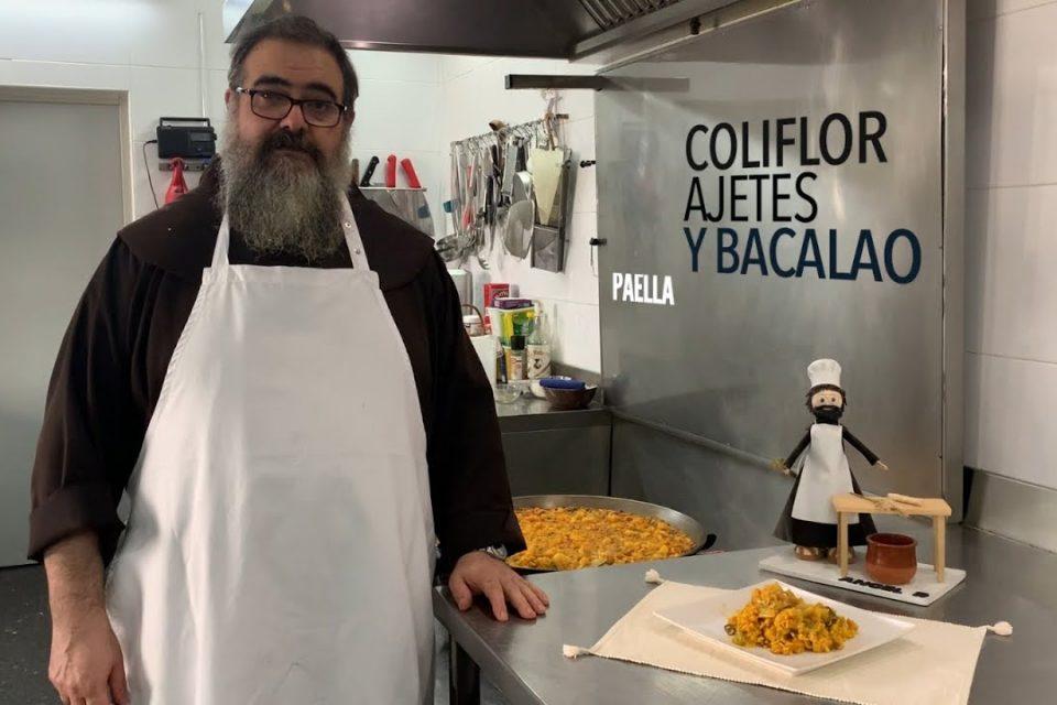 Paella con coliflor, ajetes y bacalao. Cocina franciscana. Santo Espíritu del Monte. Gilet