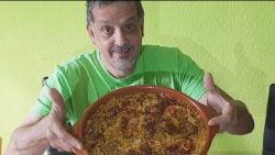 En directo Almorzando Arroz Con Pollo Y Chorizo