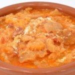 Sopas de ajo al estilo castellano y conserva de pimientos asados
