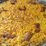 Cómo hacer arroz con costillas de cerdo, ajos tiernos y coliflor, al estilo de Mariaje