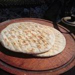 Receta de parrilla: tortilla santiagueña y espárragos envueltos