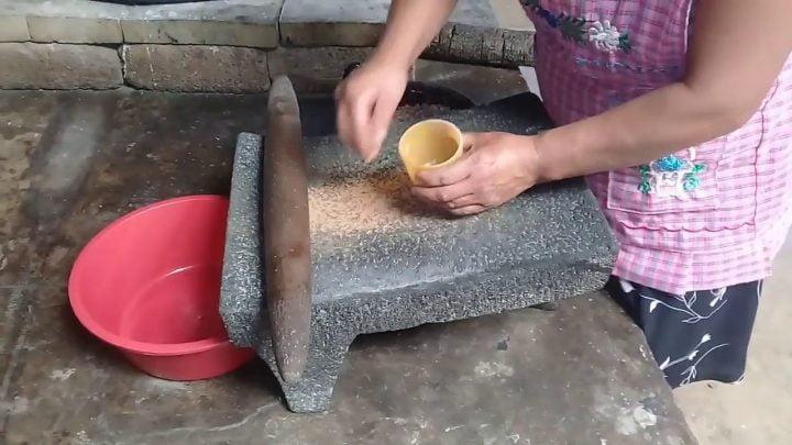 Atole de Maíz tostado, receta prehispánica de Oaxaca.