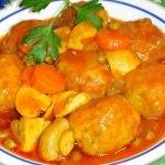 Receta Albóndigas en salsa de tomate a la jardinera - Recetas de cocina, tutorial