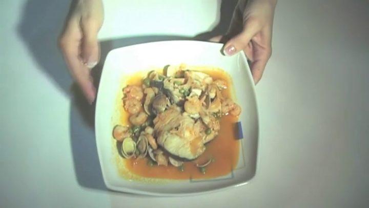 Receta de merluza en salsa con robot de cocina - https://www.recetasconrobot.com