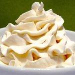 Receta de crema Chantilly casera   Chantilly para decorar pasteles   Como montar nata