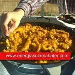Recetas de cocina. Paella mixta de arroz cocinada con energía solar.