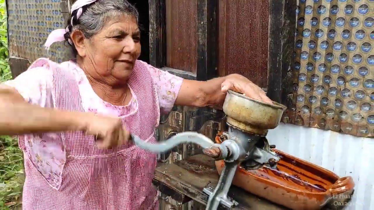 Tía Maria nos comparte su receta para preparar el CHILEATOLE   Una bebida tradicional de Oaxaca.
