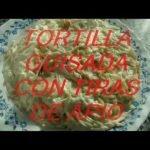 Comida sana.Tortilla guisada con tiras de apio.