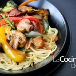 Spaghetti Pasta con Verduras y Pollo en Salsa de Soja en recetas de cocina faciles